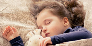 寝ている子どもイメージ