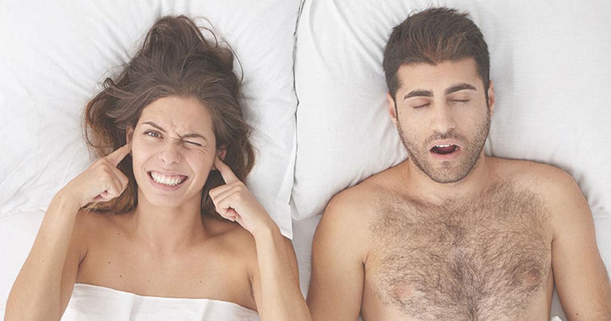 パートナーのいびきで眠れない女性イメージ